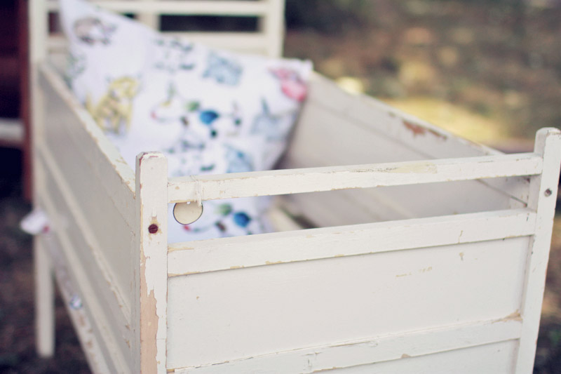 Antique Chippy White Crib