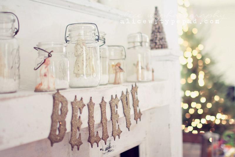Vintage Mantel Christmas Vignette